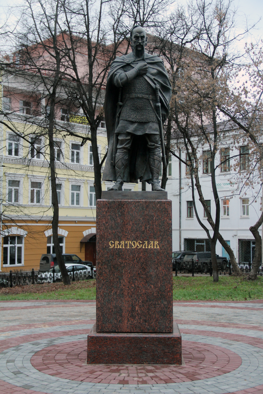 Памятник Святославу в Серпухове