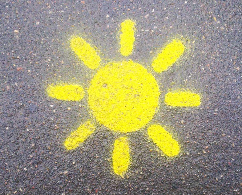 Трафарет солнышко на асфальте