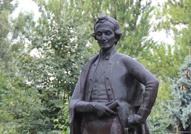 Памятник Суворову в Мытищах