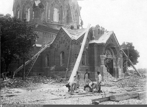 Снесение храма Александра Невского в Серпухове